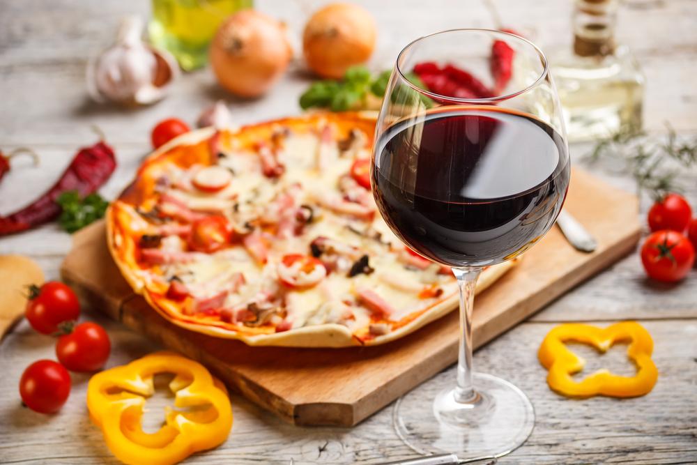 ¿Sabías que vino marida mejor con cada tipo de pizza?
