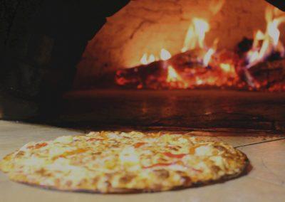 Ubi de la Vega, Restaurante Pizzería al horno de leña.